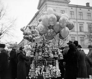 Ballonger har alltid varit ett populärt inslag på Hindersmässan. (Bild: Örebro stadsarkiv)