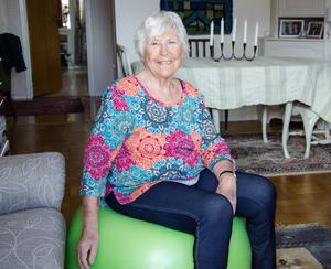 Förutom vattengympa och träning på Friskis & Svettis tränar Ingrid på balansbollen hemma i vardagsrummet.