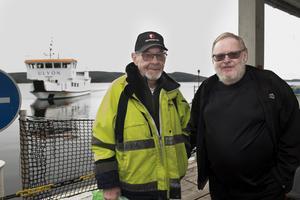 Lars-Erik Norgren och Per Norlinder är fast boende på Ulvön och efter mötet med Örnsköldsviks Hamn & Logistik om kommande båtturlista är det dags att återvända hem med m/f Ulvön.