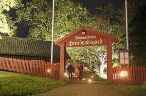 Hembygdsgården by night heter kvällen den 13 oktober då Nynäshamns hembygdgård blir upplyst och Kindlings bjuder på en eldshow.