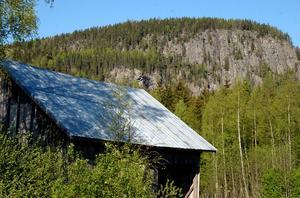 Den stora skatten ska ligga kvar i en grotta i berget, bara att hämta till midsommar om du kan vara tyst.