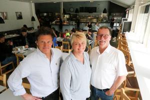 Eva och Torbjörn Näslund sålde under året restaurang Brändåsen till Rastakedjan som här representeras av Mikael Tervaniemi.