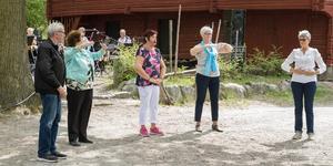 Qigong för seniorer finns också att utöva. – Vi gör lite lättsammare övningar med avslappning, säger Marianne Lindegren. Hon säger att någon upplevt att deras ryggvärk lättat av övningarna.