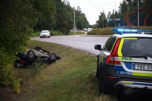 Två personer färdades i bilen när den körde av vägen.