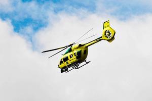 Ambulanshelikopter i arbete i Idre vid ett annat tillfälle än vad som skrivs om i texten.Foto: Nisse Schmidt