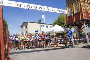 Till sist var det dags för stafetten. Här ser vi deltagarna precis innan start, Engelbrekt-sommar 2019.