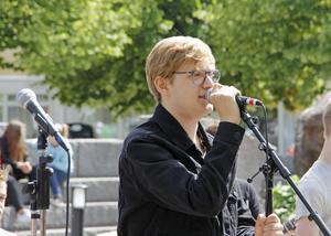 Oscar Brink var en av sångarna i popbandet.