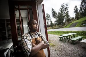 Tobias Annerhult har bland annat arbetat som kock på Riche i Stockholm och på Ulriksdals värdshus. Snart öppnar han en ny restaurang i Järvsö.