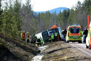 Räddningsarbetet vid olycksplatsen var intensivt. Foto: Nisse Schmidt