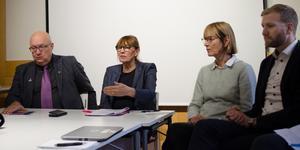 Ulf Berg (M) regionstyrelsens ordförande, Karin Stikå Mjöberg, regiondirektör, Eva Ohlsson, chefläkare och Karl Tiselius, processägare hos Regionservice.