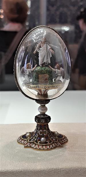 Utställningssmycken vid Fabergémuseet.