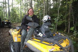 Katja Sjödin, Njurunda utanför Sundsvall, är en riktig fyrhjulingsentusiast. Hon deltar i atv-träffar så ofta hon kan. Ju geggigare desto bättre. På helgens träff i Säter var hon en av två kvinnliga deltagare bland 98 män.