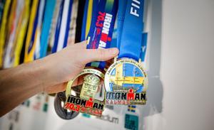 Medaljsamlingen växer. Till sommaren satsar Jonas på triathlontävlingen Iron man i Kalmar.