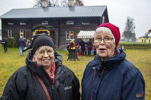 Gunilla Björs och Mona Eriksson besökte julmarknaden i Ljusdal för första gången på många år.