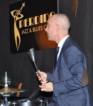 Daniel Fredriksson vid trummorna.  FOTO: BENGT FERM