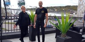 Statts hotellchef Monica Lindmark och nye kökschefen Henrik Wallin.
