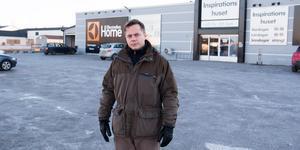 Fastighetsägaren Gruvtornets Marcus Andersson har tröttnat på problemen som buskörarna orsakar på Fridhemsområdet.