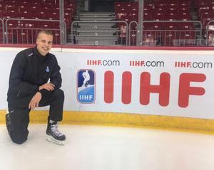 Tobias Nordlander på isen under U18-VM i Ryssland. Bild: Privat.