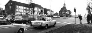 Mycket nytt hände på 70-talet. Först ut med trafikljus blev korsningen Stuguvägen-Krondikesvägen men 1973 blev korsningen Rådhusgatan-Samuel Permans gata