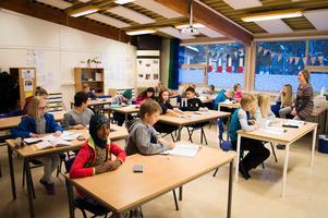 Flera grundskolor i Falun ligger nu på eller nära maximal kapacitet, konstaterar barn- och utbildningsnämnden. Varje skola ska nu få en gräns för antalet barn i varje årskurs. Arkivbild: Helena Wrete.