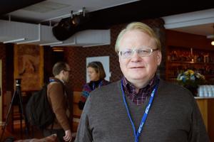 Försvarsminister Peter Hultqvist (S) vill inte gå med i Nato. Han vill istället fortsätta utveckla samarbeten med Nato och andra enskilda länder.