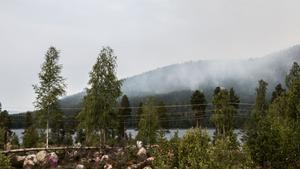 Branden kring Grötingsberget krävde en evakuering av tre byar och ungefär femtio personer.