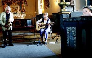 Både unga och äldre i publiken njöt av att lyssna på Lasse Hörnfeldt, Toril Gustavsen och pianisten Kent Nilsson i Frösö kyrka.