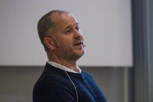 Regionrådet Magnus Svensson vill ha en Östersjökommissionär för ett genomgripandet miljöarbete.