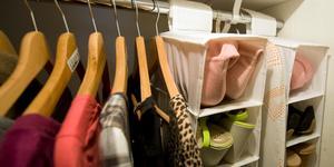 """""""Runt om i landet inspirerar vi till att köpa färre nya prylar och ger tips på hur man själv kan laga och fixa grejer"""". Foto: TT"""