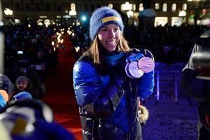 Charlotte Kalla visade upp medaljerna för Sundsvallsborna.