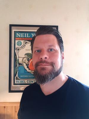 Rikard Rudolfsson uppmanar Borlänges politiker att vara bra föredömen och manifestera för klimaträttvisa. Foto: Privat