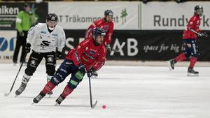 Hans Andersson växer i sin roll som mittfältare för varje match som går.