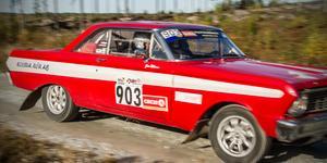 Världsmästaren Stig Blomqvist från SMK Örebro var föråkare i sin Ford Falcon.