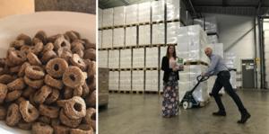 Carina Williamsson och Otto Andersson på Fazer Kvarn är nöjda över att åtta ton flingor kan säljas som livsmedel trots felet. Foto: Fazer Kvarn