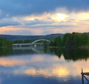 Kvällsbild över Backabron, Vallsta.