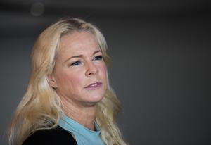 Enligt uppgift är det en överenskommelse mellan bokningsföretaget och Malena Ernman att inte serviceavgiften betalas tillbaka.   Är storstadens publik viktigare än landsorten?