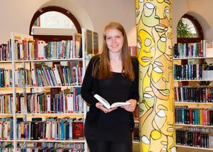 Emma Vestman är en modern vuxen läsare, som gillar ljudböcker, övernaturligheter och böcker skrivna för unga. Om det är en bra bok är det ointressant vilken ålder den är skriven för, resonerar hon.