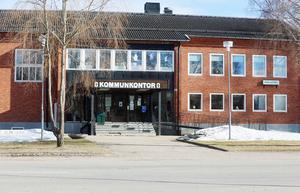 Gamla kommunhuset i Ytterhogdal är en av fastigheterna som Härjegårdar planerar att sälja.