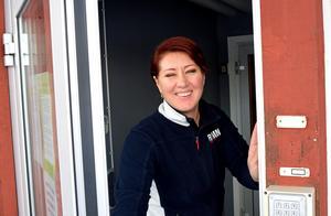 Larissa Karlsson tvingas hålla dörren till tennishallen stängd.