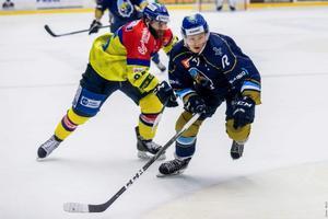 Linus Svedlund i den avgörande matchen för sitt Kladno mot České Budějovice.. Foto: Roman Mareš