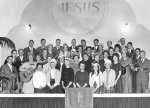 Ett foto från en sång- och musikstund i Pingstförsamlingens gamla kyrka i Borlänge. Församlingen firar nu 100 år med bland annat en förmodat välbesökt jubileumsgudstjänst under söndagen.