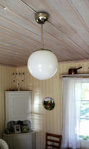 Lampan satt i taket när Tanja flyttade in.