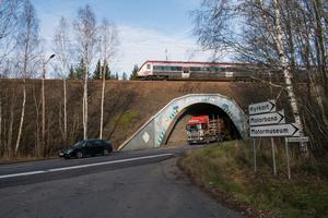 29 oktober. Kultklassade Dalporten kan snart vara ett minne blott. Trafikverket planerar att plugga igen tunneln för biltrafik och i stället bygga en ny genomfart i Grängesberg. Håller planen påbörjas arbetet med att bygga den nya vägen under 2022.