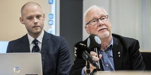 Kommunstyrelsens ordförande Bino Drummond (M) och kommunalrådet Anders Olander (C) vid Alliansens pressträff i Norrtäljes kommunhus.
