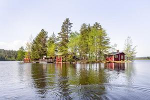 Drömmen om en egen ö kan bli sann. Ett alldeles särskilt ställe. En skyddad oas. Foto: Kristoffer Skog (Husfoto)