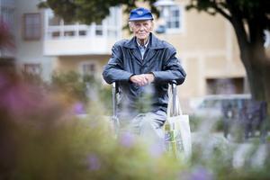 Med sina 92 år har Lennart Öhrn varit med om nästan alla demokratiska val i Sverige, även om han var för ung de första valen för att minnas dem.