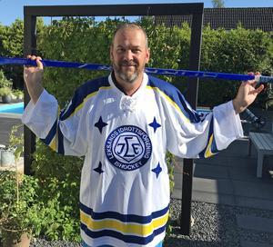 Robert Burakovsky i Leksands IIF:s tröja från 90-årsjubileet. I slutet av augusti är det dags för 100-årsfest – och