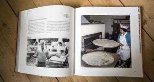 Boken är både en historisk exposé, en berättelse om tunnbrödet i dag och en diger receptsamling. Bilder ur boken.