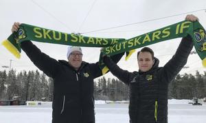Skutskärshalsdukarna vädras inför finalen. Klubbens ordförande Sören Sandström och Johannes Siirtola, som jobbar med supporterbiten inför finalen, värmer upp.