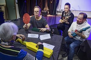 Andreas Malmqvist, Johanna Zetterlund och Erik Persson spelar Trettiofyran tillsammans med Britt Larsson.